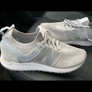 Women's 9.5 Grey New Balance Shoes